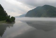 mgła nad rzeką Zdjęcie Royalty Free