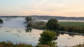 Mgła nad rzeką i polem Obraz Stock