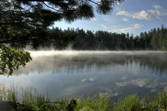 Mgła nad wodą Zdjęcia Royalty Free