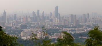 Mgła odkrywał miasto obrazy stock
