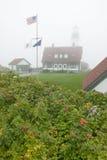 Mgła okrywa Portlandzką Kierowniczą latarnię morską w przylądku Elizabeth, Maine Fotografia Stock