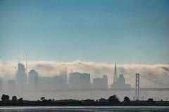 Mgła Okrywa San Fransisco linię horyzontu Fotografia Royalty Free