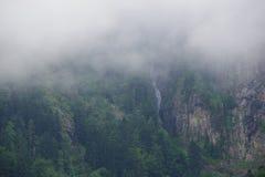 Mgła przed górą zdjęcia stock