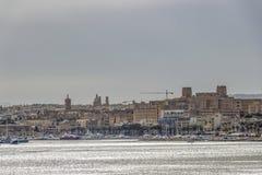 Mgławy morze śródziemnomorskie widok Pieta, Malta zdjęcie royalty free