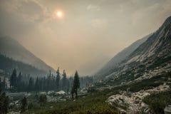 Mgławy widok, królewiątko jaru park narodowy Zdjęcia Stock