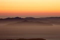 Mgławy zmierzch nad golden gate Krajowym Rekreacyjnym terenem fotografia royalty free