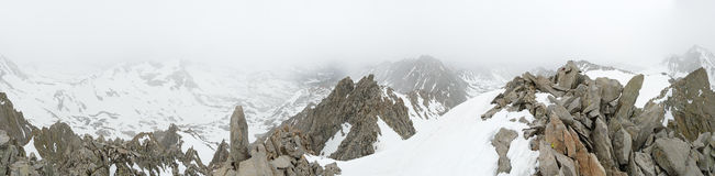 Mgłowa góra wierzchołka panorama Obrazy Royalty Free