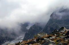 Mgłowy Halny szczyt - Aiguille Du Midi Mont Blanc obrazy royalty free