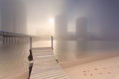Mgłowy ranek w centre duży nowożytny Australijski miasto Obraz Royalty Free