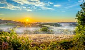 Mgłowy Tuscan ranek obraz stock