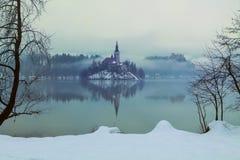 Mgłowy wieczór na Krwawić jeziorze przy zimą Obraz Royalty Free