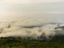 Mgły i góry natury piękny krajobraz Fotografia Stock