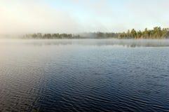 mgły nad jezioro obrazy stock