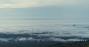Mgła na halnym krajobrazie Obrazy Royalty Free