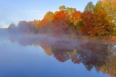 Mgła na wodzie w jesieni Obraz Royalty Free