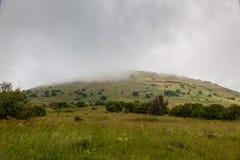 Mgła na zielonej górze Fotografia Royalty Free
