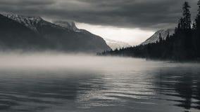 mgła nad jezioro Zdjęcie Royalty Free