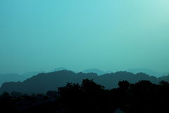 Mgłowa Halna sylwetka Zdjęcie Royalty Free