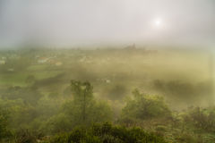 Mgłowa wioska Obrazy Royalty Free