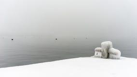 Mgłowy popielaty jezioro Zdjęcia Stock