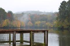 Mgłowy ranek na doku Zdjęcia Stock