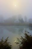Mgłowy ranek na rzece Obraz Royalty Free
