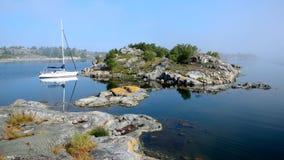 Mgłowy ranek w archipelagu Sztokholm obrazy royalty free