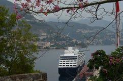 Mgłowy ranku statek na morzu Obrazy Royalty Free
