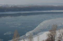 Mgłowy widok na bulwarze Danube w Esztergom rzece i Zdjęcia Stock