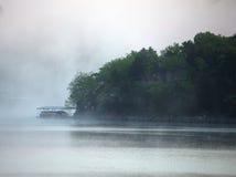 Mgła przy jeziorem Fotografia Royalty Free