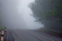 Mgły droga na górze Tajlandia Fotografia Stock
