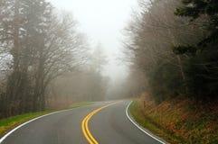 mgły góry droga Obrazy Stock
