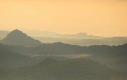 Mgły i chmury góra Zdjęcia Stock
