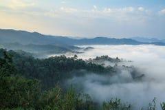 Mgły morze w wzgórzu Obrazy Royalty Free