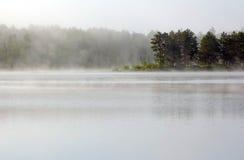 mgły nad jezioro Fotografia Royalty Free