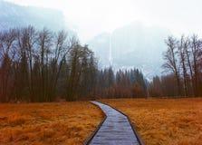 Mgła przy Yosemite spadkami Zdjęcia Royalty Free
