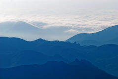 mgliste góry Zdjęcia Stock
