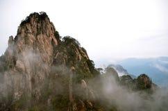 Mgliste Huangshan góry zdjęcia stock
