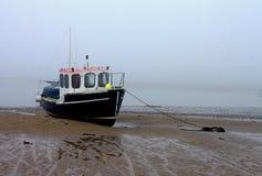 Mglisty ranek, Alnmouth plaża, Northumberland zdjęcia stock