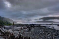 Mglisty ranek i chmury w Alaska Stany Zjednoczone Ameryka Obrazy Royalty Free