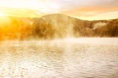 Mglisty ranek na Plitvice jeziorach Zdjęcia Stock
