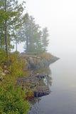Mglisty ranek na Wildereness jeziorze Zdjęcia Royalty Free