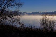 Mglisty ranku jezioro Tekapo Fotografia Stock