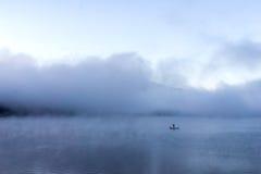 Mglisty w ranku przy Jeziornym Kawakuchi Fotografia Royalty Free