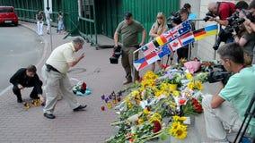 MH17 denkwürdiges Denkmal, Botschaft der Niederlande (Kiew), stock video