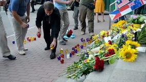 MH17 denkwürdiges Denkmal, Botschaft der Niederlande (Kiew), stock video footage