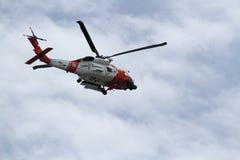 MH-60J Jayhawk中程补救 库存图片