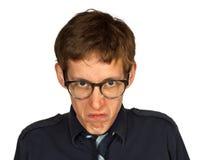 Mißfallener Mann mit Gläsern auf Weiß Stockfotos