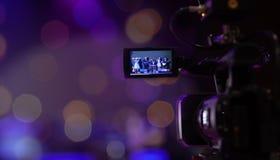 Miękkiej części i plamy ostrości kamery przedstawienia viewfinder wizerunek łapie ruch w wywiadzie lub transmituje ślubną ceremon zdjęcia royalty free