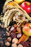 Miód, dokrętki i jabłka, Zdjęcie Stock